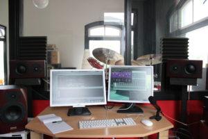 De studio vanuit de controleruimte